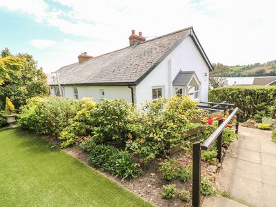 Photo for POLSUE COTTAGE, pet friendly, with a garden in Point, Ref 1002265