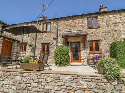 Photo for MIDDLE COTTAGE, family friendly in Arnside, Ref 1012216