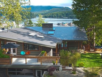 Modern Harbour View Home Near Town, Close to Beaches, With Hot Tub