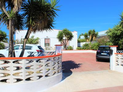 Photo for Villa with swimming pool near the sea