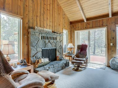 Photo for 11 Camas - Cabin in the Woods! Perfect for a family - Hot Tub ,SHARC Passes, Wood Fireplace.