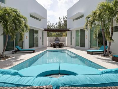 Luxury Ocean View Beach Villa with Private Pool Garden Courtyard in Great Exuma