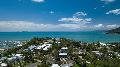 Photo for 7 Waves - Airlie Beach