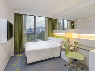Dorsett Room with queen bed - Free Wifi+Pool+Gym