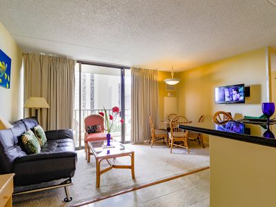 Awesome 1 Bedroom Suite one block to Waikiki Beach - Low Rates