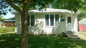Clean, bright, roomy 2 bdr, sleeps 6, Cottage at Colchester Harbour, Ontario