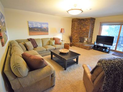 Mountain Chic decor with gas fireplace, patio with view. Clubhouse w/ Pool & Hot Tubs.