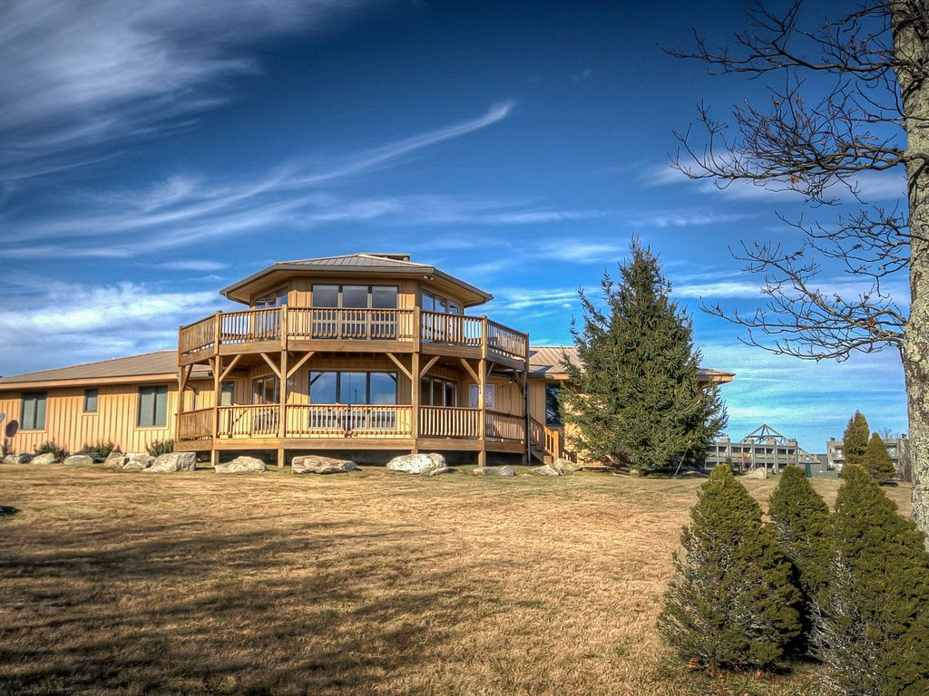 full-frame home with panoramic views, minutes to downtown banner elk