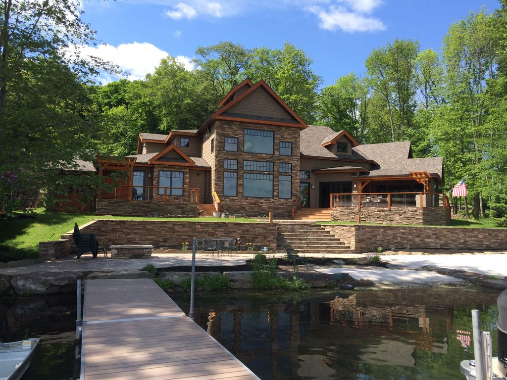 Luxury timber frame lake house with a beach vrbo for Luxury timber homes