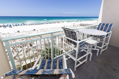 PI 309 has high-end BISTRO HEIGHT patio furniture! - Relax with the amazing view of the Gulf of Mexico.