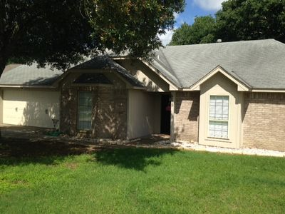 Photo for Family Friendly Home less than 10 Miles from A&M!
