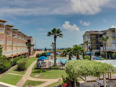 Photo for Cozy, waterfront condo w/ shared hot tubs, pools, tennis court, and gym