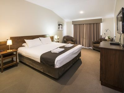 Photo for Spacious king bedroom with wi-fi and resort facilities
