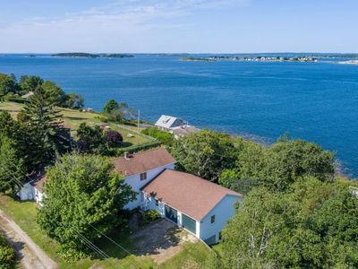 Photo for Easy walking distance to area beaches, restaurants and general store. Perfect spot to kick back and