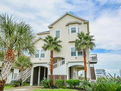 2 Master Bedrooms! New exterior paint! Sunset pool & lazy river HEATED in March!
