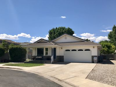Photo for Hot Tub, Putting Green, Theater/Game Rm, Spacious 5 bd/3 bath Home and Yard!