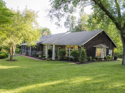 Cheekwood Historic Birdsong Lodge conveniently located to downtown Nashville,TN