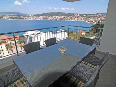 Photo for Apartment 48 m from the center of Okrug Gornji with Air conditioning, Parking, Terrace (451780)
