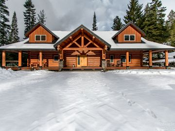 Crest Lodge - 3,700sf Log Home with 5 bedrooms + (Sleeps 15-17)
