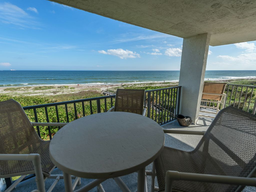 Direct Oceanfront Corner Unit With Great Views At Cape Winds