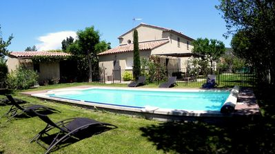 Piscine et pool house.