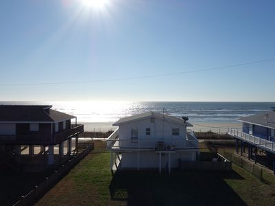 Newly renovated modern home - two minute walk to the beach!