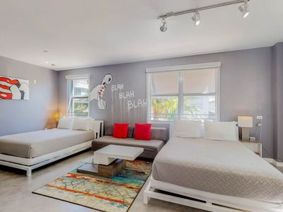 Photo for NEW LISTING! Vibrant studio within walking distance of nightlife