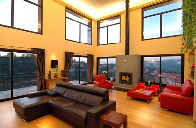 Large livingroom with fireplace