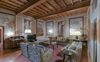 Photo for Spacious Donatello Suite  apartment in Santa Croce with WiFi, integrated air conditioning & lift.