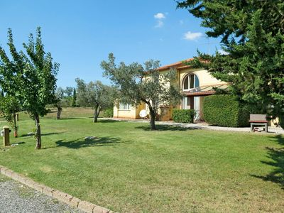 Photo for Lovely apartment for 6 guests with WIFI, pool, TV, balcony and parking