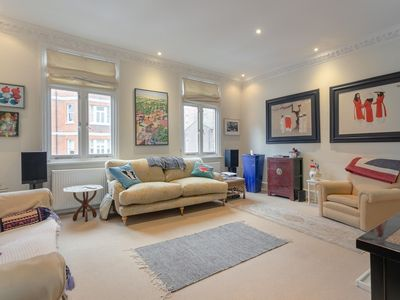 Photo for Charming 2 Bedroom Apartment Near Battersea
