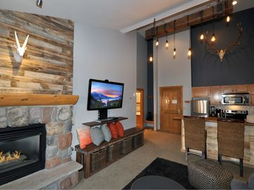 Steps to Slopes Cozy & Cool Mountain Condo in Keystone's River Run Village!
