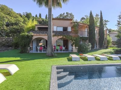 Photo for Villa with a private pool and panoramic views, 20 km from Saint-Tropez
