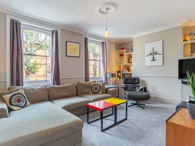 Photo for Chic Victorian House, sleeps 6, nr London Bridge