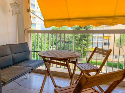 Photo for Beautiful 3 rooms, sleeps 6 with parking.