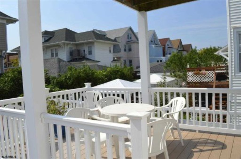 Multi family large beach house 1 block to the beach for Multi family beach house rentals