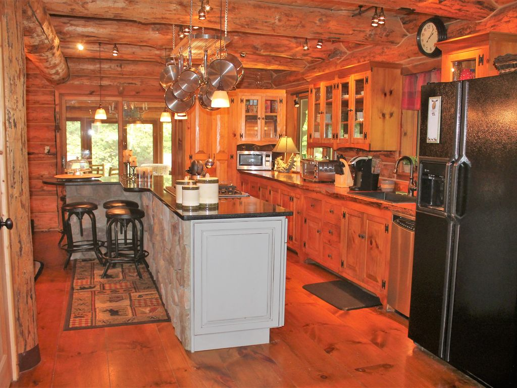 4 Bedroom Plus Loft Home With Hot Tub Just Minutes From Stratton