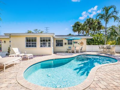 Sea Turtle: Great Gound Level Home with Private Heated Pool, Two Blocks 2 Beach!