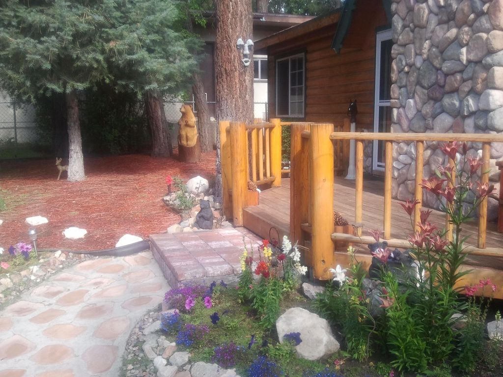 Classic mountain log cabin perfect for romantic couples for Romantic big bear cabins