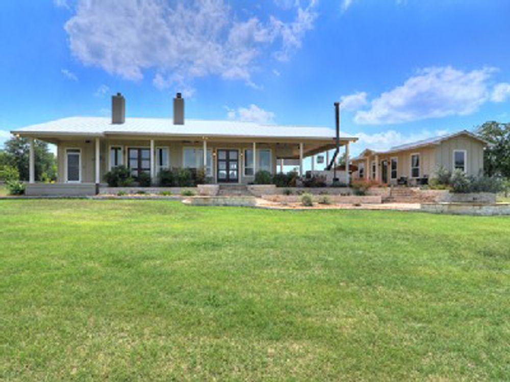 Beautiful Pecan River Ranch With Guest House Fire Pit