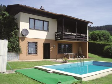 Holiday apartment with large garden, barbecue and swimming pool