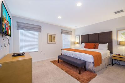 Master suite - King bed (2nd floor)
