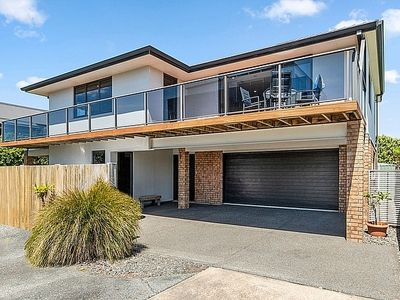 Photo for Sparkling Ocean Views - Papamoa Holiday House