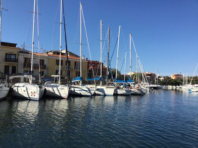 Photo for Stintino-country, on the sea, overlooking the boats and comfort, 6 beds.