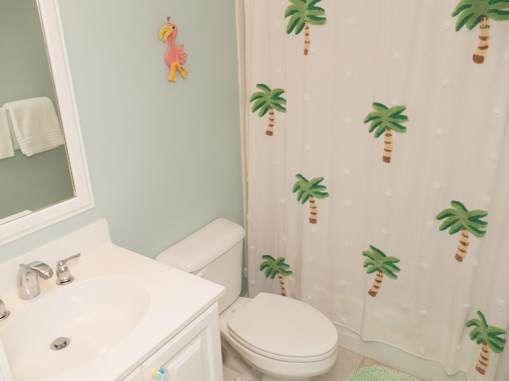 Two Mermaids Condo! Beach view! Easy Walk to Beach! 2 POOLS! Outdoor ...