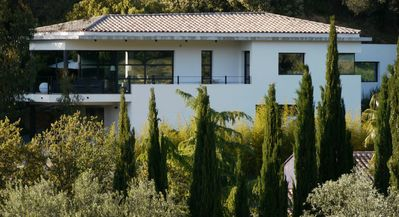 Photo for chic and contemporary villa with calm close to the legendary beaches of Bandol