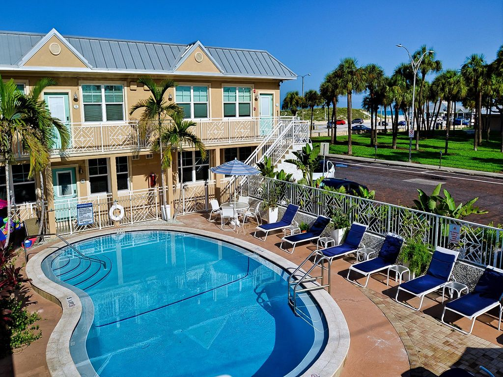 Clearwater beach suites 106 ground floor homeaway for Craft fairs in clearwater fl