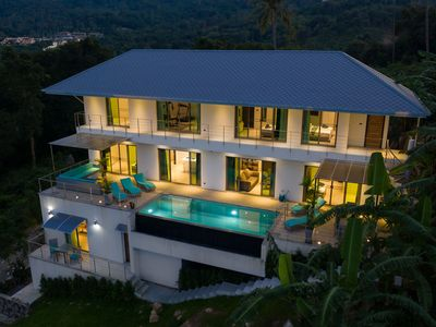 Photo for 7 bedroom villa with sea view