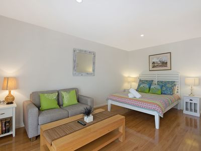 Photo for Stunning studio Wharf Apartment - Couples retreat!