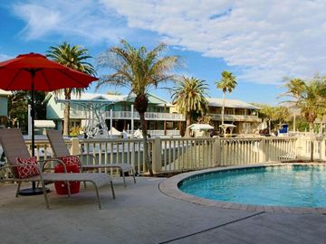 Coastal And Cheery! Private Pool - Key Allegro - Harvey Repaired & Ready to Rent